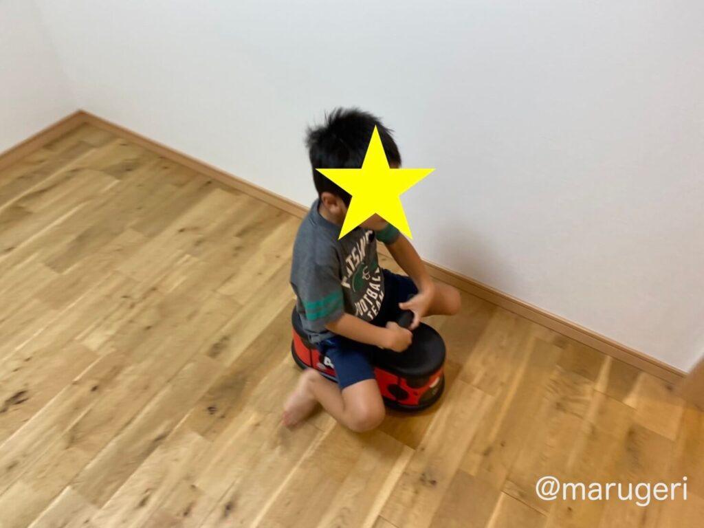 息子が乗っている写真